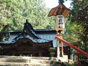 御岩神社 拝殿下