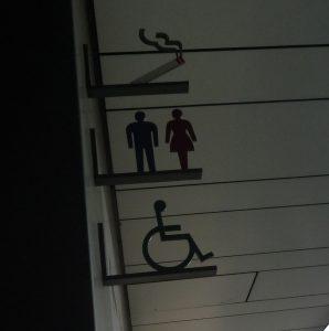 寒川神社 トイレ表示